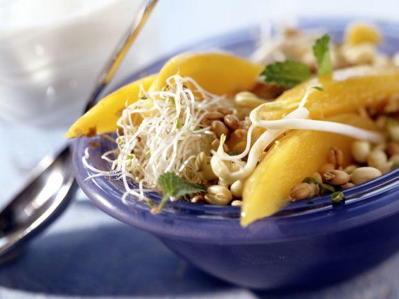 Mangosalat mit Sprossen