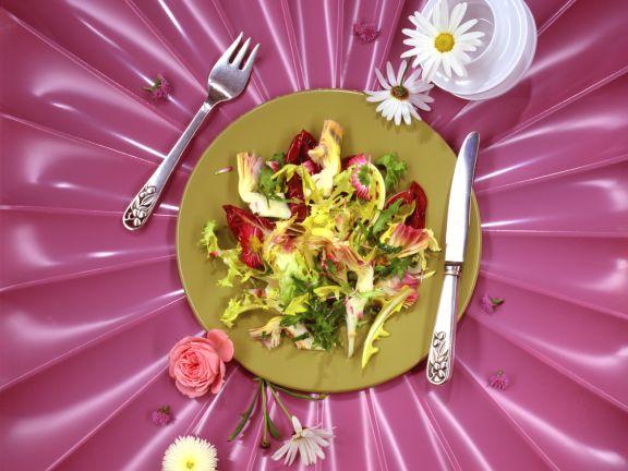 Marinierte Artischocken auf Blattsalat
