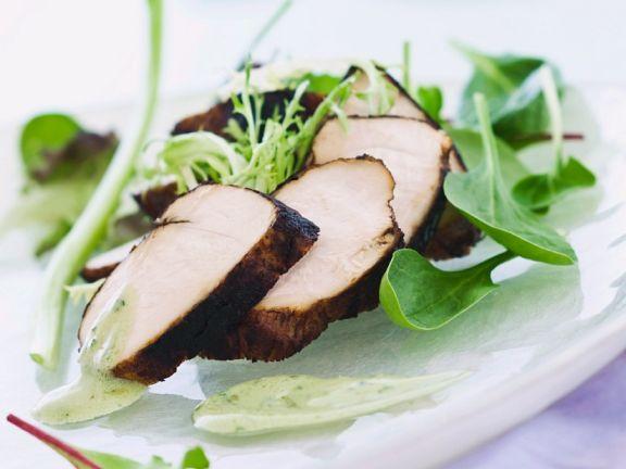 Marinierte Hähnchenbrust auf Salat mit Wasabi-Dressing