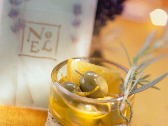 Marinierte Oliven mit Orange und Rosmarin