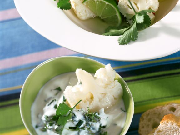 Marinierter Blumenkohl mit Kräuter-Joghurt-Dip