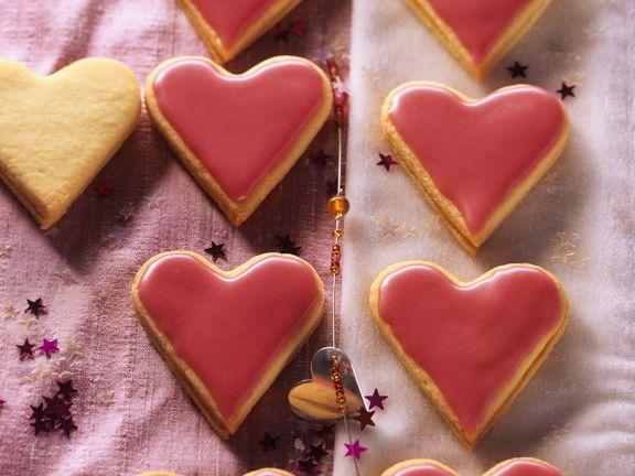 Marmeladen-Herzplätzchen mit rotem Guss