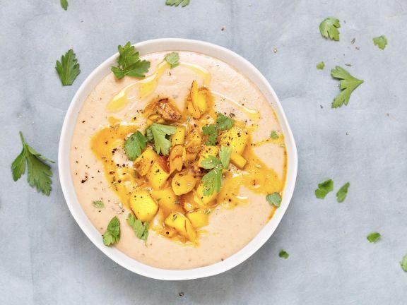 Maronensuppe mit Birnen-Nuss-Topping