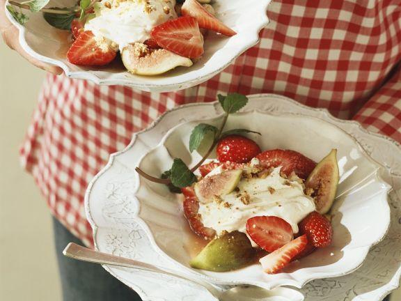Mascarpone-Quarkcreme mit Erdbeeren