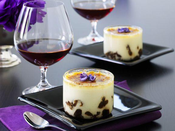 Mascarponecreme mit Armagnac-Pflaumen und Karamellkruste