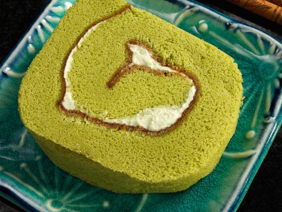 Matcha-Roulade mit Buttercremefüllung