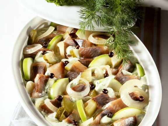 Matjes-Apfel-Topf mit Zwiebeln