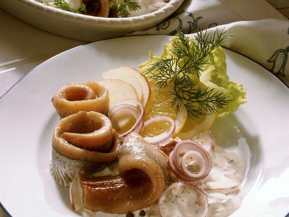 Matjes mit Zwiebel, Apfel, Rahm und Dill (Hausfrauen Art)