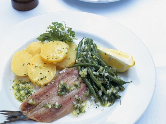 Matjeshering mit Bohnensalat und Kartoffeln
