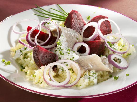Matjeshering mit Roter Bete und Kartoffelpüree