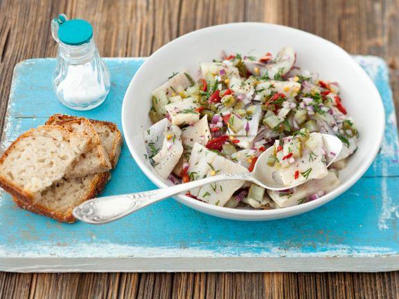 Matjessalat mit Zwiebel und Gurke