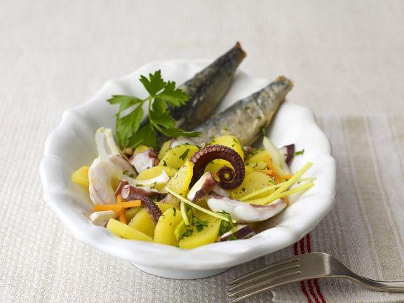 Mediterraner Kartoffelsalat mit gebratenen Sardinen