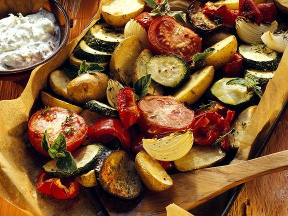 Mediterranes Ofengemüse mit Kräuterquark