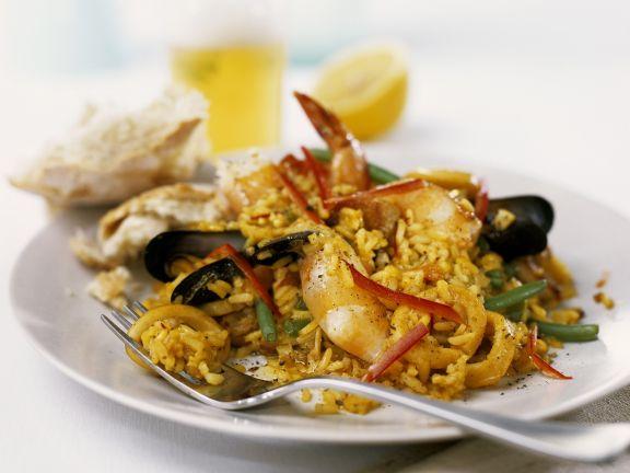 Meeresfrüchte-Paella mit Bohnen und Kaninchen
