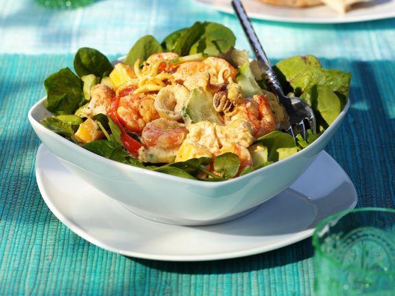 Meeresfrüchtesalat mit Obst und Currysoße