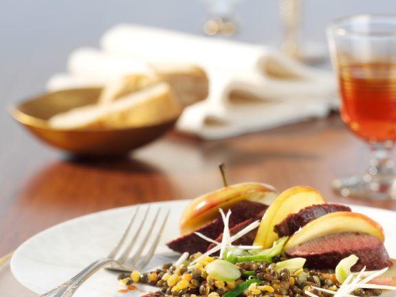 Meerrettich-Linsen-Gemüse mit Bratapfel und Rehfilet