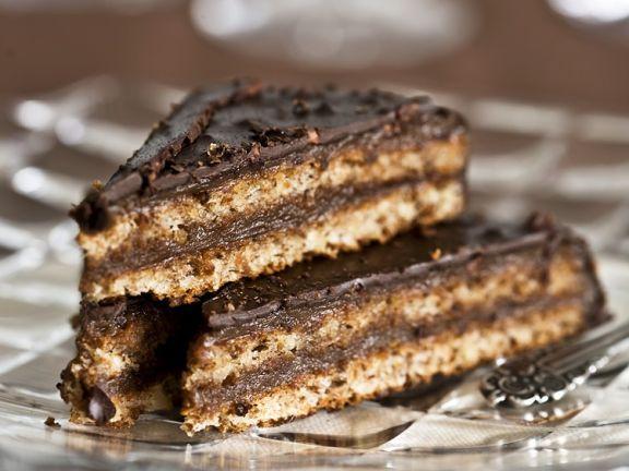 Mehrere Stücke Schokoladen-Mandel-Torte