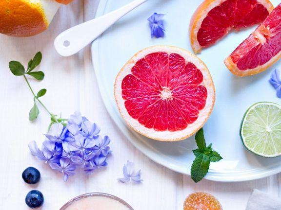 Meloneneis mit Erdbeeren