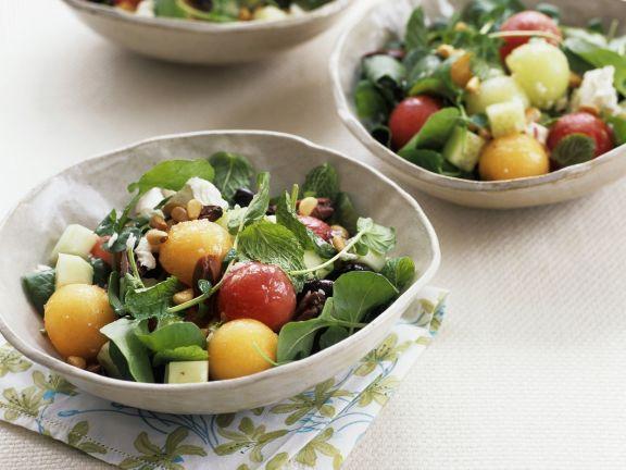 Melonensalat mit Kräutern und Mozzarella