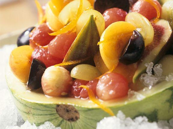 Melonensalat mit Trauben, Aprikosen und Feigen