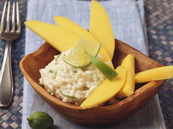 Milchreis mit Kokosmilch, Limette und Mango