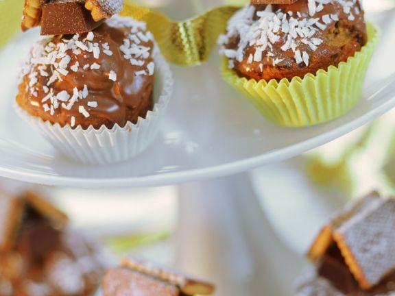 Mini-Schokomuffins mit Keks-Häuschen