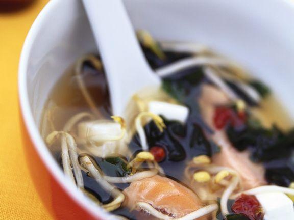Miso-Lachssuppe