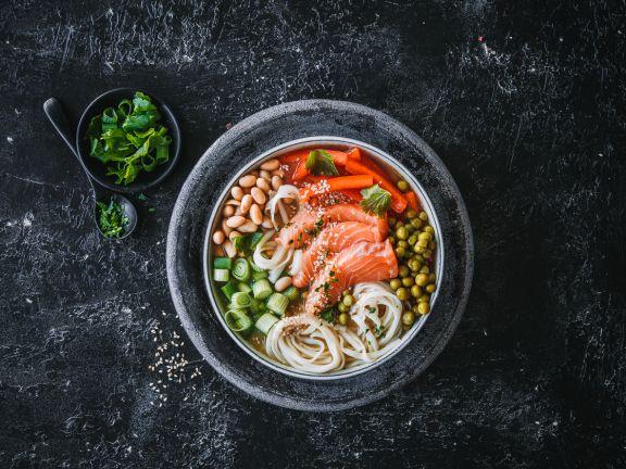 Miso-Suppe mit Lachs und Gemüse