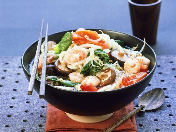 Misosuppe mit Nudeln und Garnelen