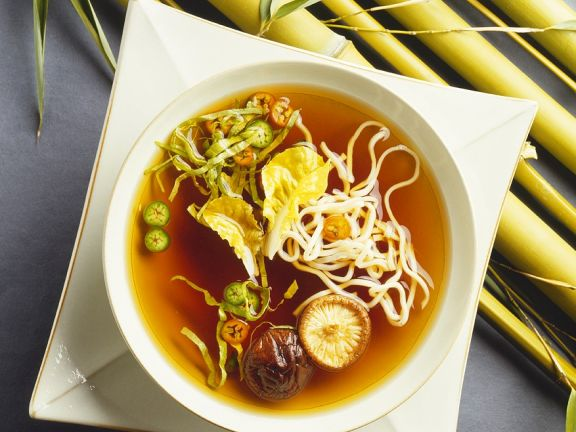 Misosuppe mit Nudeln und Shiitake