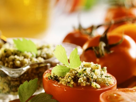 Mit Couscous gefüllte Tomaten