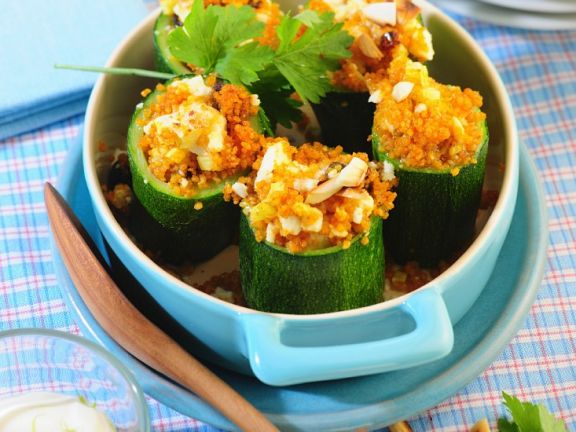 mit couscous gef llte zucchini rezept eat smarter. Black Bedroom Furniture Sets. Home Design Ideas