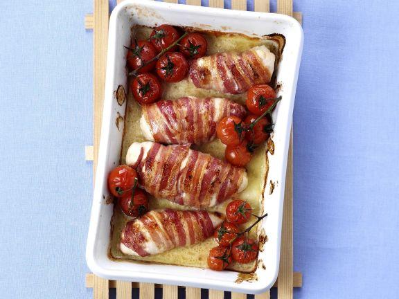 Mit Käse gefüllte Hähnchenrouladen im Speckmantel