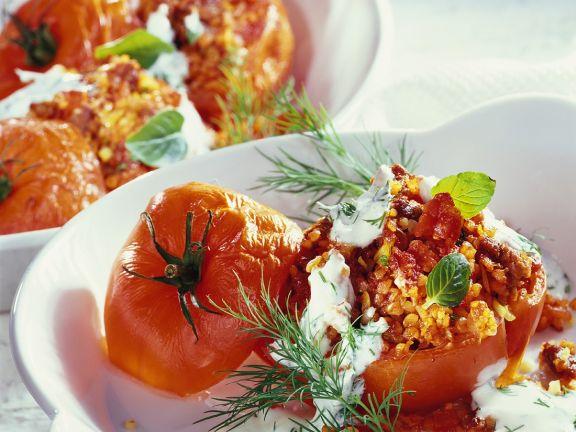 Mit Lamm gefüllte Tomaten
