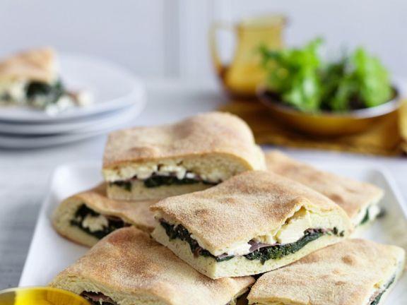 Mit Spinat und Käse gefülltes Hefebrot