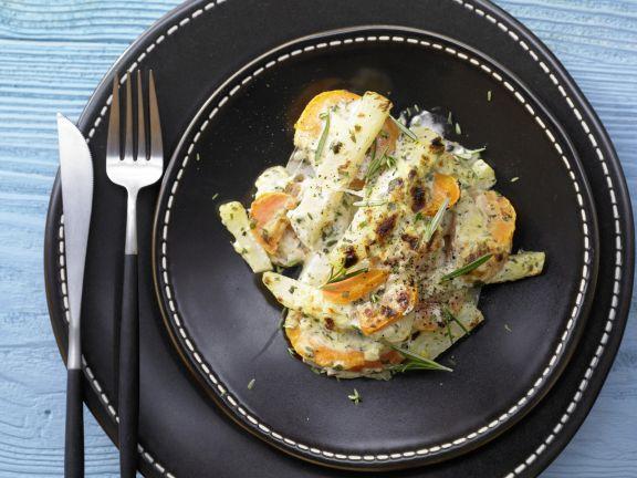 Möhren-Kohlrabi-Gratin mit Kräuterquark