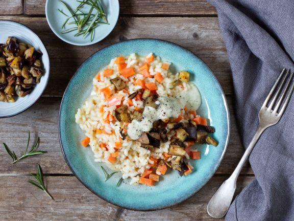 Möhren-Risotto mit Auberginen und Pesto-Sauce