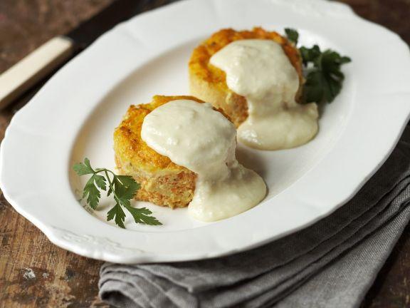 Möhrenküchlein mit Käsesauce