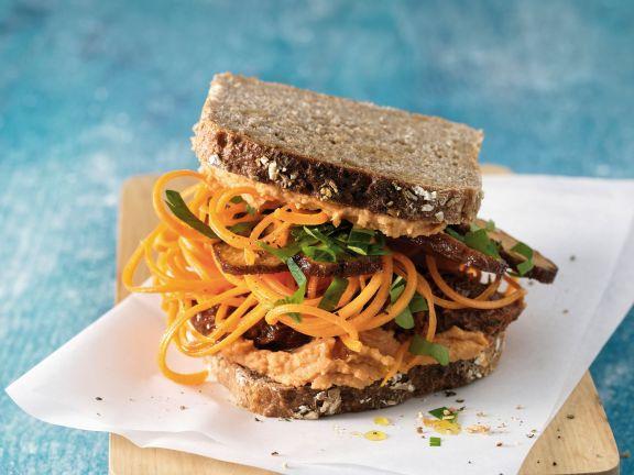 Möhrennudel-Sandwich mit Tofu