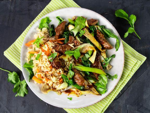 Möhrenreis mit Rindfleischstreifen, Austernpilzen und Pak Choi