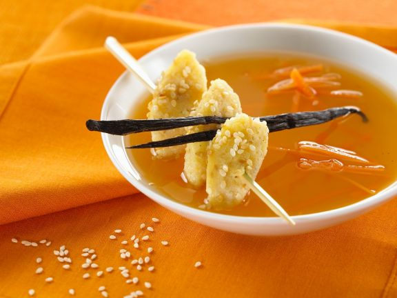 Möhrensuppe mit Klößchen