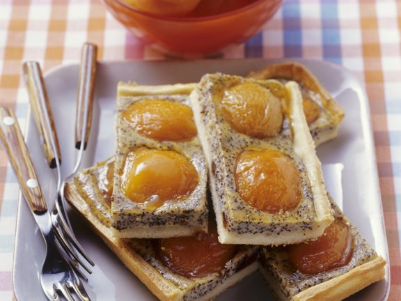 Mohnkuchen mit Aprikosen