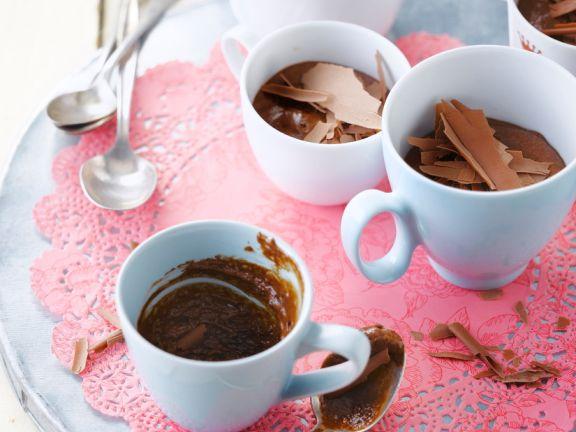 Mousse au chocolate in Tassen