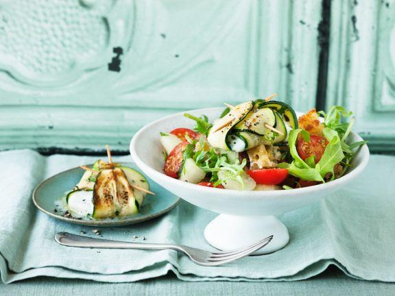 Mozzarella im Zucchinimantel mit Sommersalat