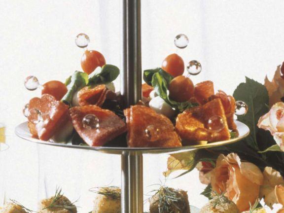 Mozzarellaspiesse mit Kirschtomaten & Salami