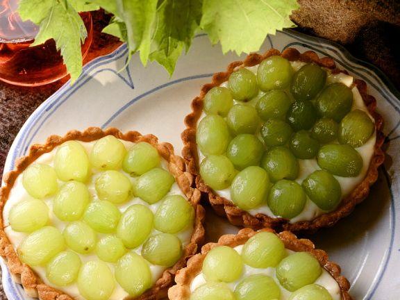 Mürbe Vanille-Trauben-Törtchen