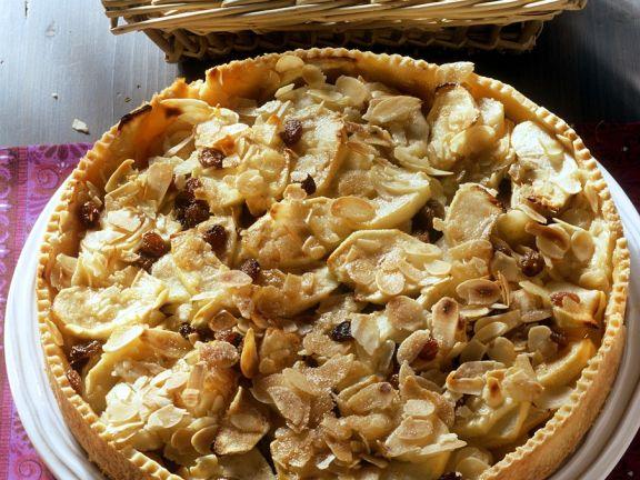 Mürbeteig-Apfelkuchen mit Mandeln und Rosinen