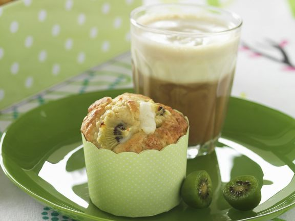 Muffins mit Kiwi und weißer Schokolade
