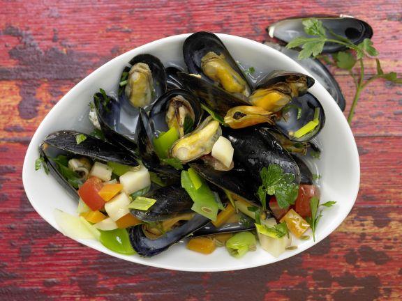 Muscheln im Gemüsesud
