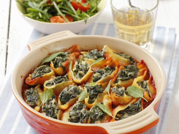 Muschelnudeln mit Spinatfüllung und Tomatensugo